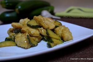 Bocconcini di petto di pollo e zucchine ricetta