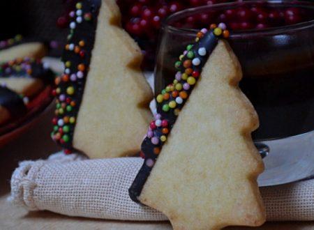 Biscotti di natale con glassa al cioccolato ricetta anche bimby