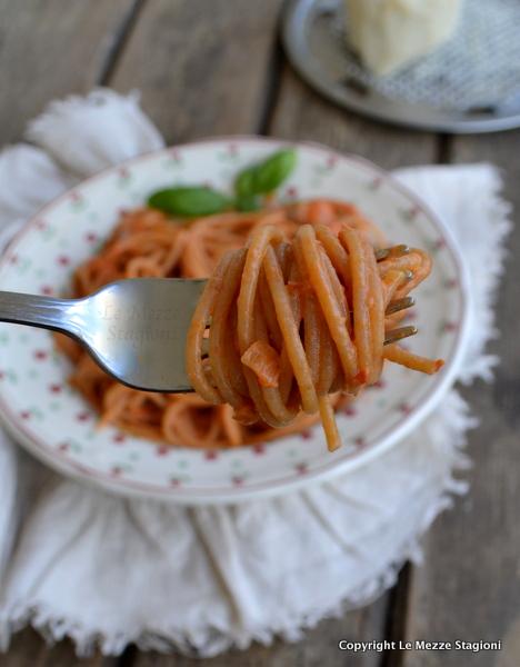 spaghetti con peperoni e ricotta
