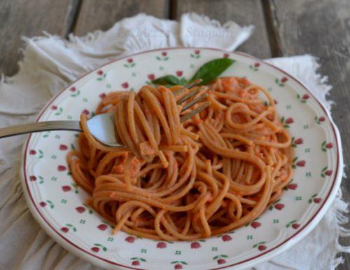 Spaghetti con peperoni e ricotta cremosi