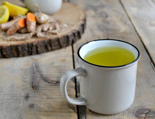 Bevanda allo zenzero curcuma e limone
