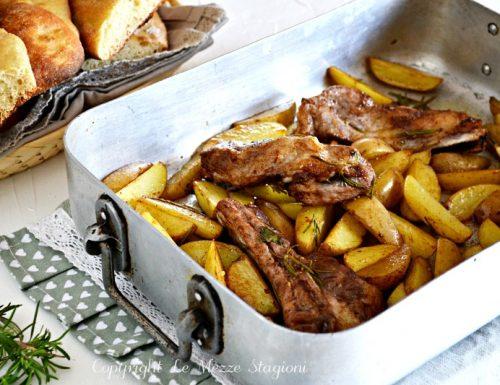 Costine di maiale alla birra con patate e paprika