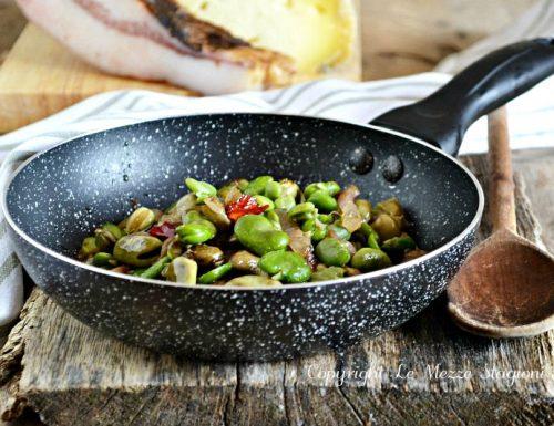 Fave in padella con pancetta e cipolla
