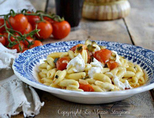 Pasta con burrata pomodorini e zucchine