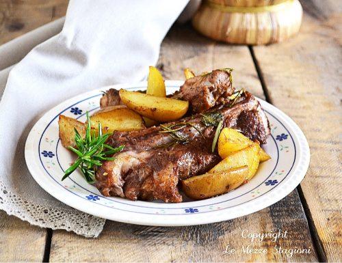 Costine di maiale in padella con patate