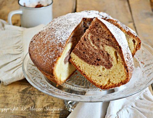 Torta marmorizzata soffice e alta