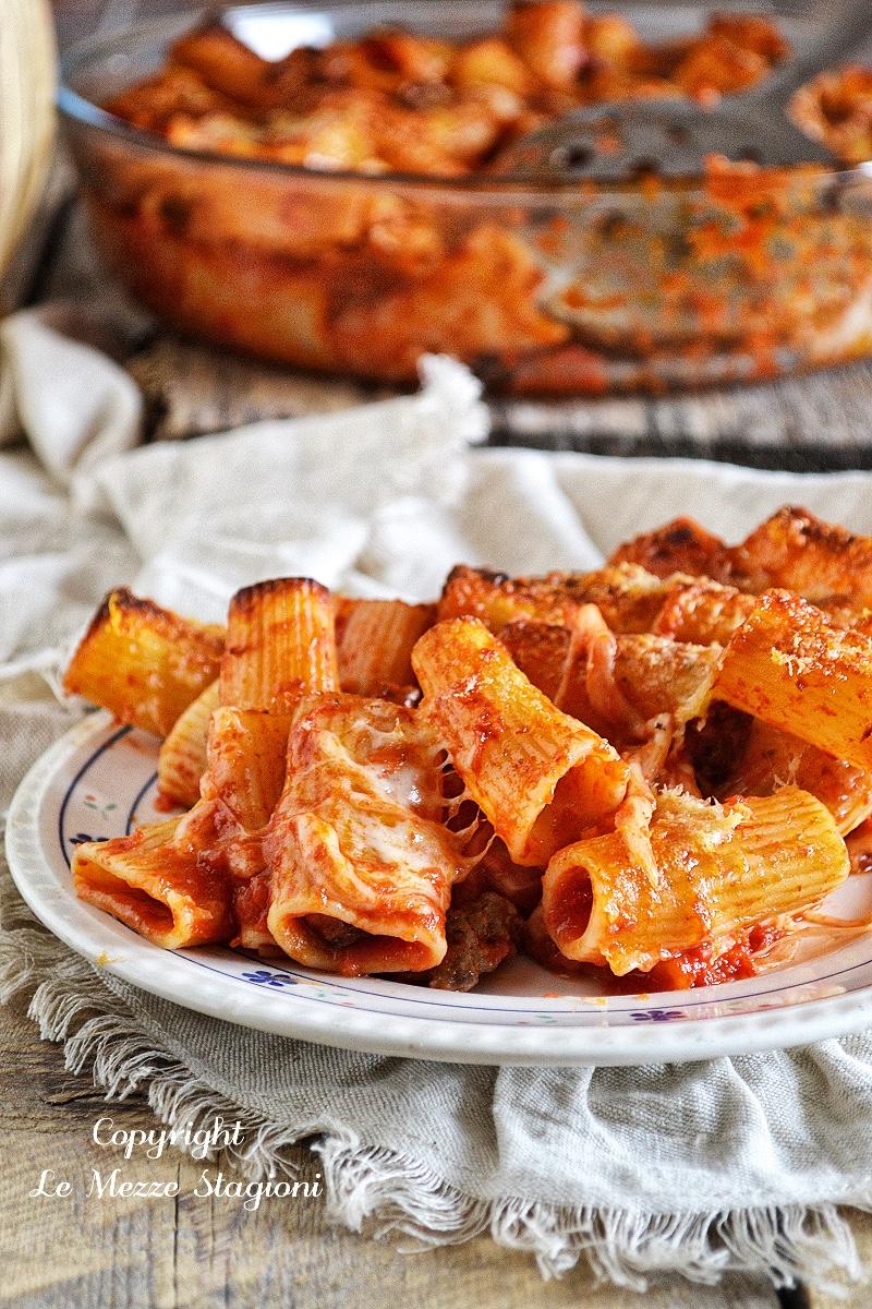pasta al forno con salsiccia e besciamella