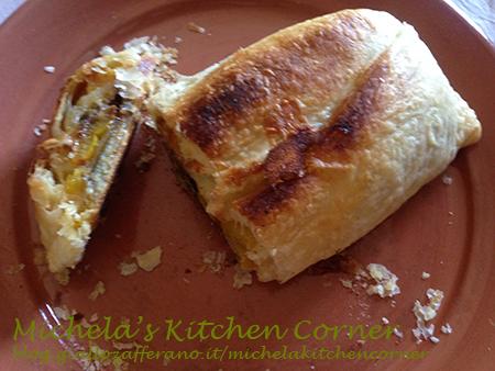 Rotolo croccante con peperoni, melanzane e mozzarella