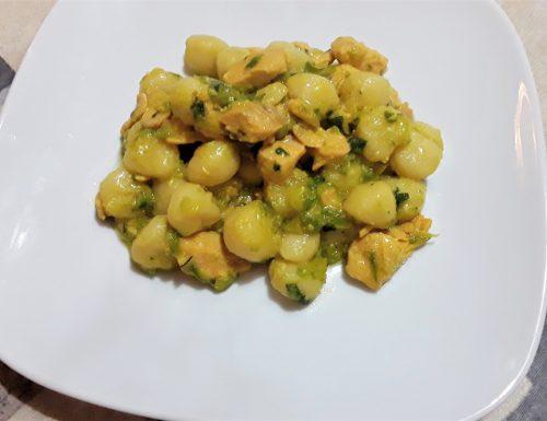Gnocchi con salmone, zucchine e zafferano