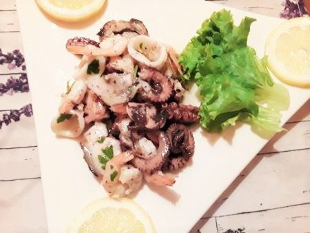 Insalata di mare con polpo, calamari e gamberetti
