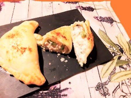 Triangoli di sfoglia con robiola, salmone e asparagi