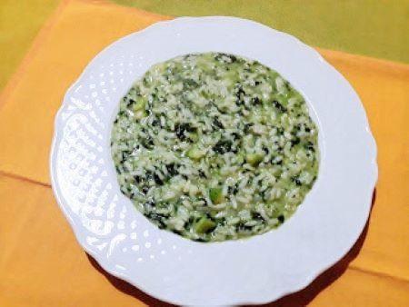 Risotto con spinaci, gorgonzola e zucchine