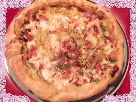 Torta salata con zucchine, peperoni e stracchino