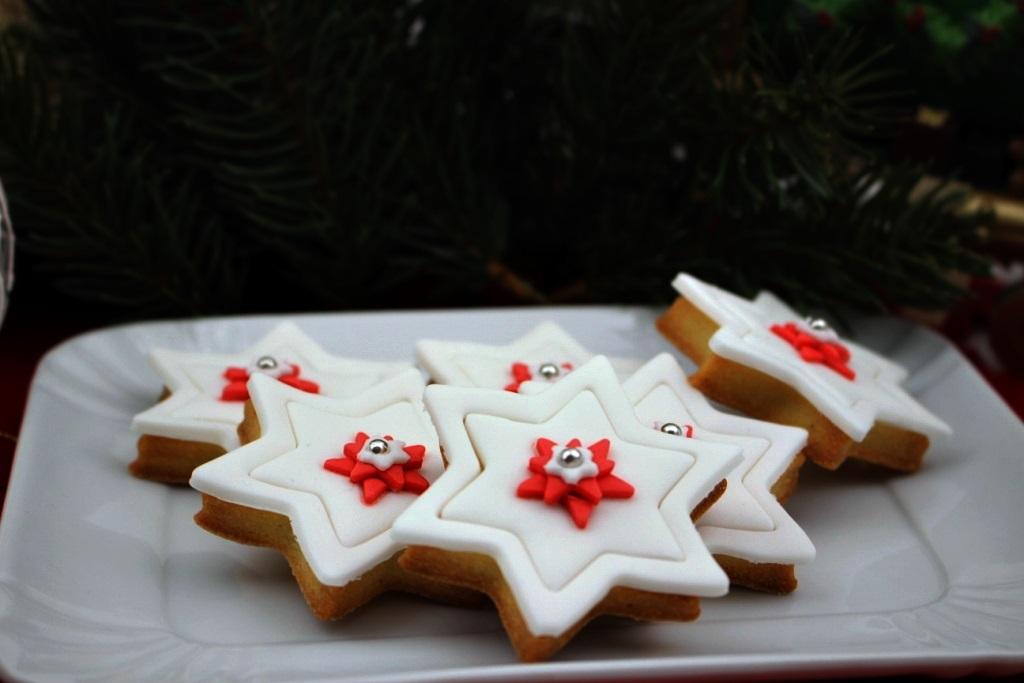 Dolce Stella Di Natale Ingredienti.Biscotti Stella Di Natale Mica Solo Dolci