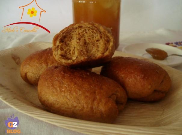 Maritozzi con farina integrale di farro e miele