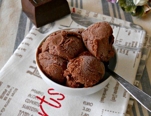 Gelato al cioccolato senza uova e senza gelatiera