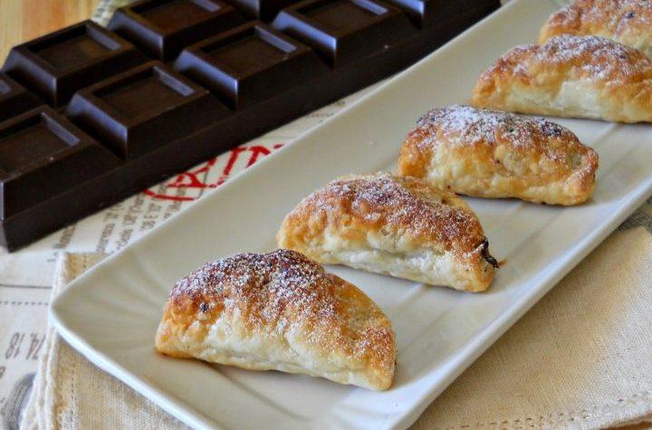 Ravioli dolci con mele e cioccolato