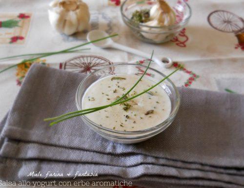 Salsa allo yogurt greco ed erbe aromatiche