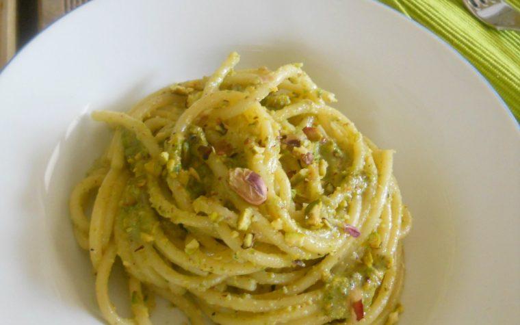 Bucatini al pesto di pistacchi