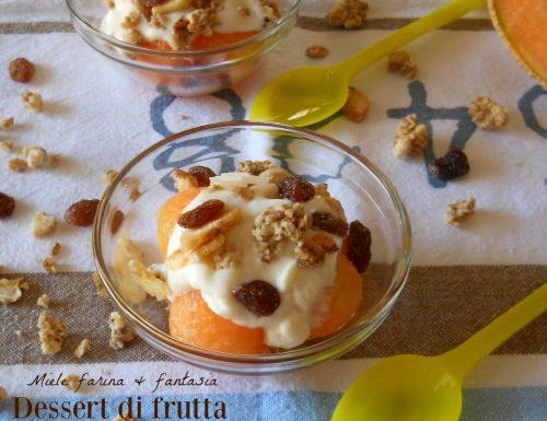 Dessert con yogurt frutta e muesli