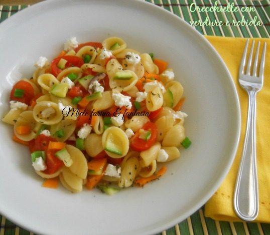 Orecchiette con verdure crude e robiola