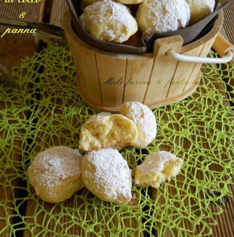 Biscotti al cocco con panna