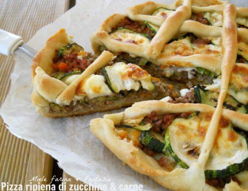 Pizza ripiena di carne e zucchine