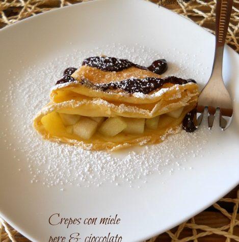 Crepes con miele pere e cioccolato