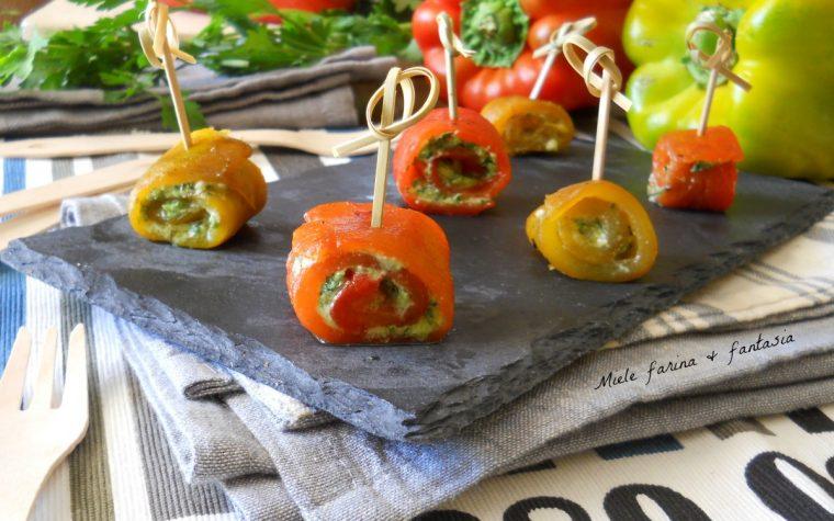 Involtini di peperoni con acciughe e pesto di prezzemolo