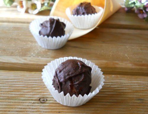 Tartufini morbidi con glassa al cioccolato