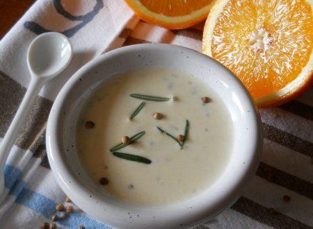 Salsa allo yogurt greco con arance e spezie