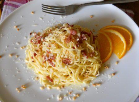 Tagliolini freschi all'arancia con prosciutto e nocciole