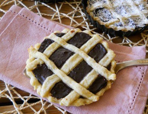 Crostatine ripiene di crema al cacao.
