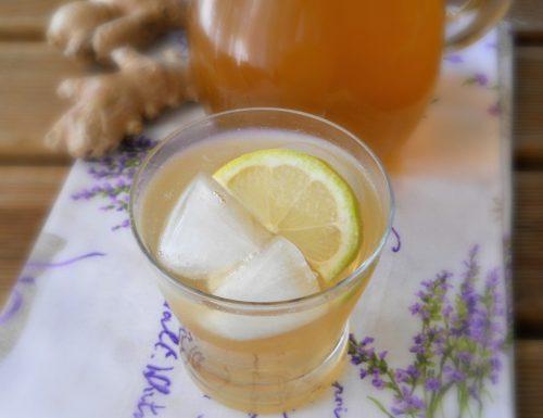 Tè freddo dissetante allo zenzero e limone.