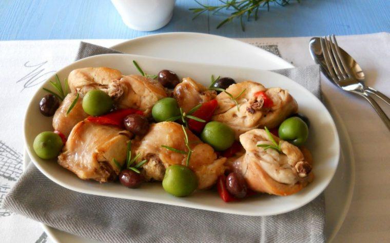 Coniglio con olive e peperoni.Ricetta facile
