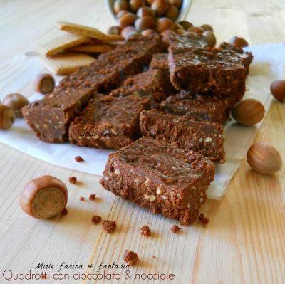 Quadrotti con cioccolato e nocciole.Ricetta senza cottura