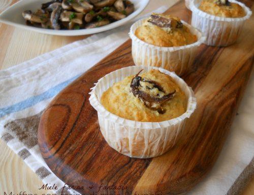 Muffins con farina di mais ripieni di funghi