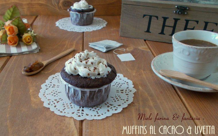 Muffins allo yogurt con cacao e uvetta