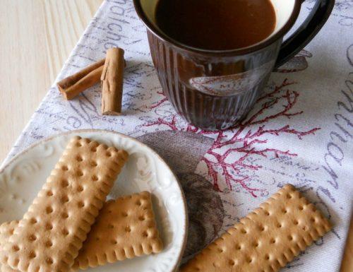 Cacao in tazza senza latte al profumo di cannella