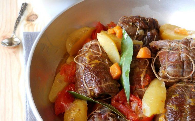 Involtini di carne di capra in umido con patate