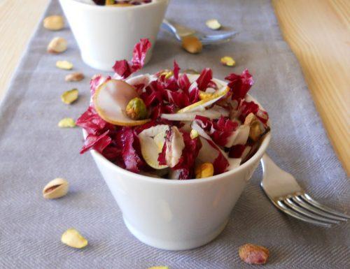 Insalata di radicchio con finocchi pere e pistacchi