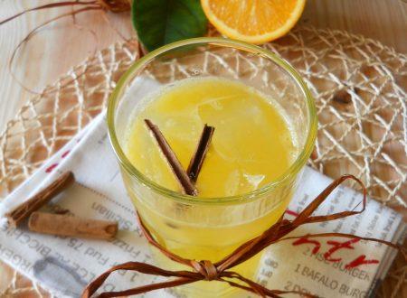 Cocktail al rhum con arancia e cannella