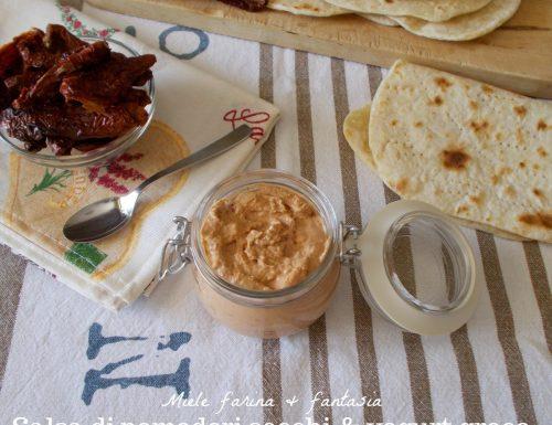 Crema di yogurt greco e pomodori secchi