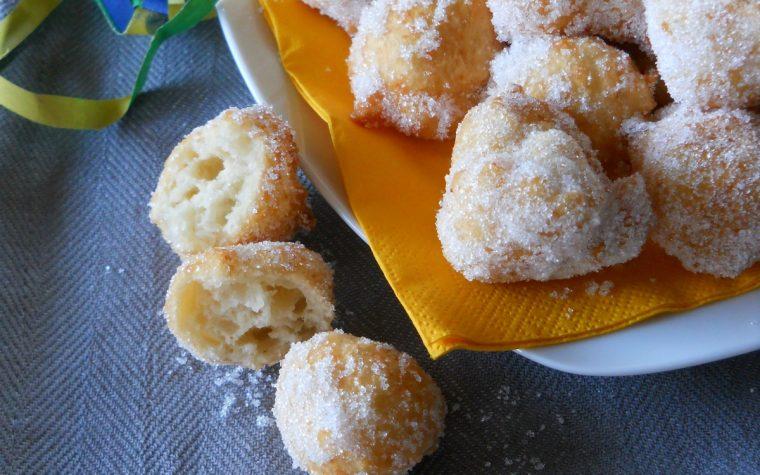 Frittelle al cocco.Ricetta di Carnevale