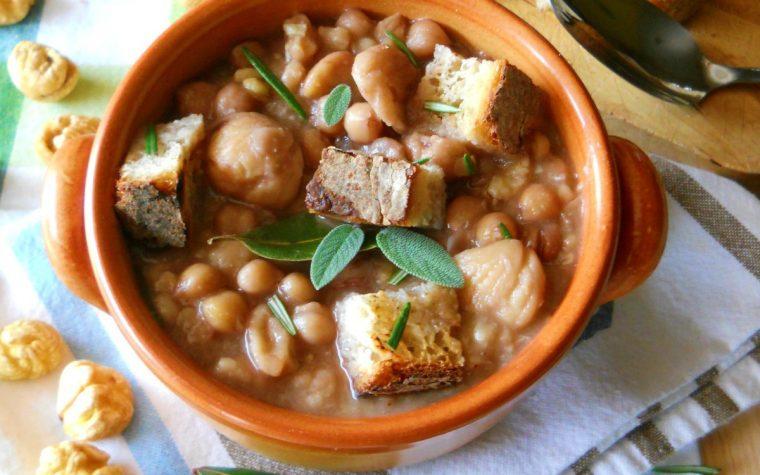 Zuppa contadina con ceci e castagne secche