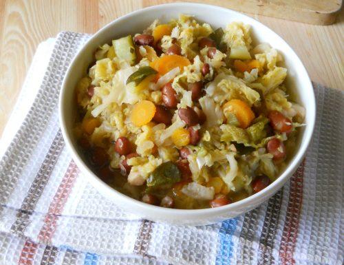 Zuppa di verza con fagioli e zucchine