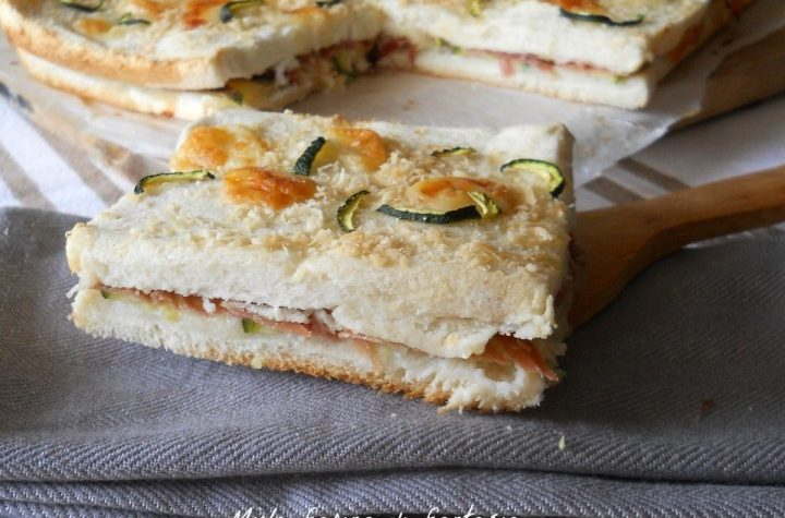 Torta di pane con prosciutto zucchine e mozzarella