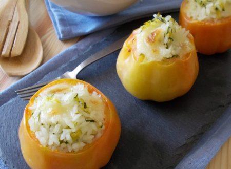 Pomodori ripieni di riso con zucchine e provola