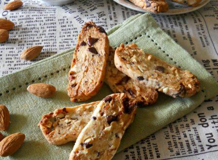 Biscotti alle mandorle e cioccolato senza uova