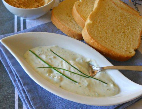 Crema di yogurt greco con senape ed erba cipollina
